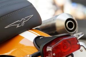 Sitzbank mit Moto Guzzi Logo