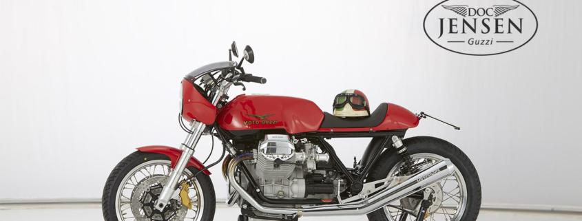 Doc Jensen Cafe Racer mit Helm