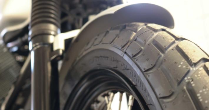 Moto Guzzi V7 Flat Tracker