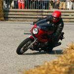 Le Mans Classic Racer in Kurvenfahrt