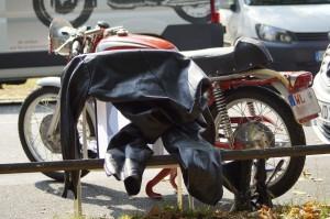 Lederkombi und Ducati warten auf ihren nächsten Einsatz